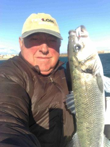 Jean marc, bonjour Voici la pêche de ce matin 20 octobre 2011 avec silic leurres. La photo est prise du bateau avec forte tramontane. Jean T.